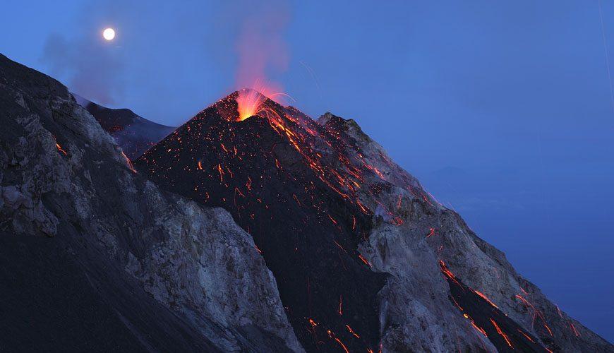 Éruption du volcan Stromboli